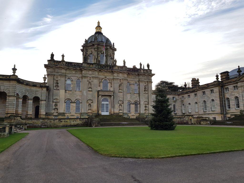 Billede af Castle Howard med juletræ