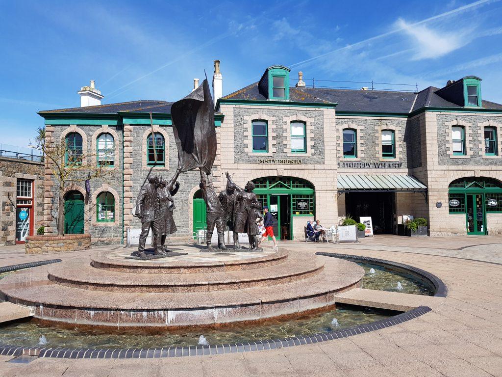 Liberation Square i centrum af St. Helier