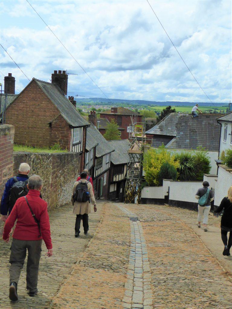 På vej ned af Stepcote Hill, en af de ældste gader i Exeter